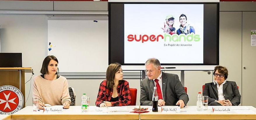 Superhands Pressekonferenz