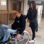 Youngcarer, pflegende, Kinder, pflegende Jugendliche, Kinder kranker Eltern Rollstuhl